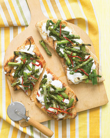 Grilled Pizzas With Asparagus and Sun-Dried Tomatoes