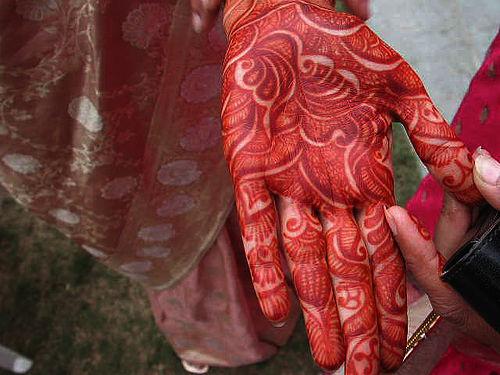 Red Henna Mehndi : Caught red handed stunning mehndi ideas to inspire