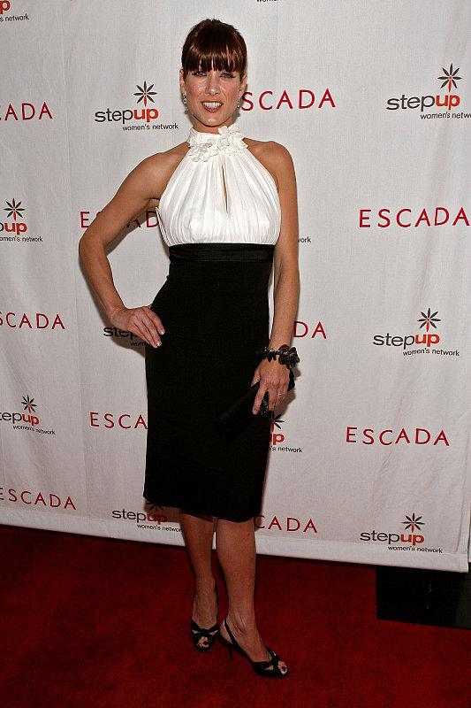 Jessica Alba Steps Up