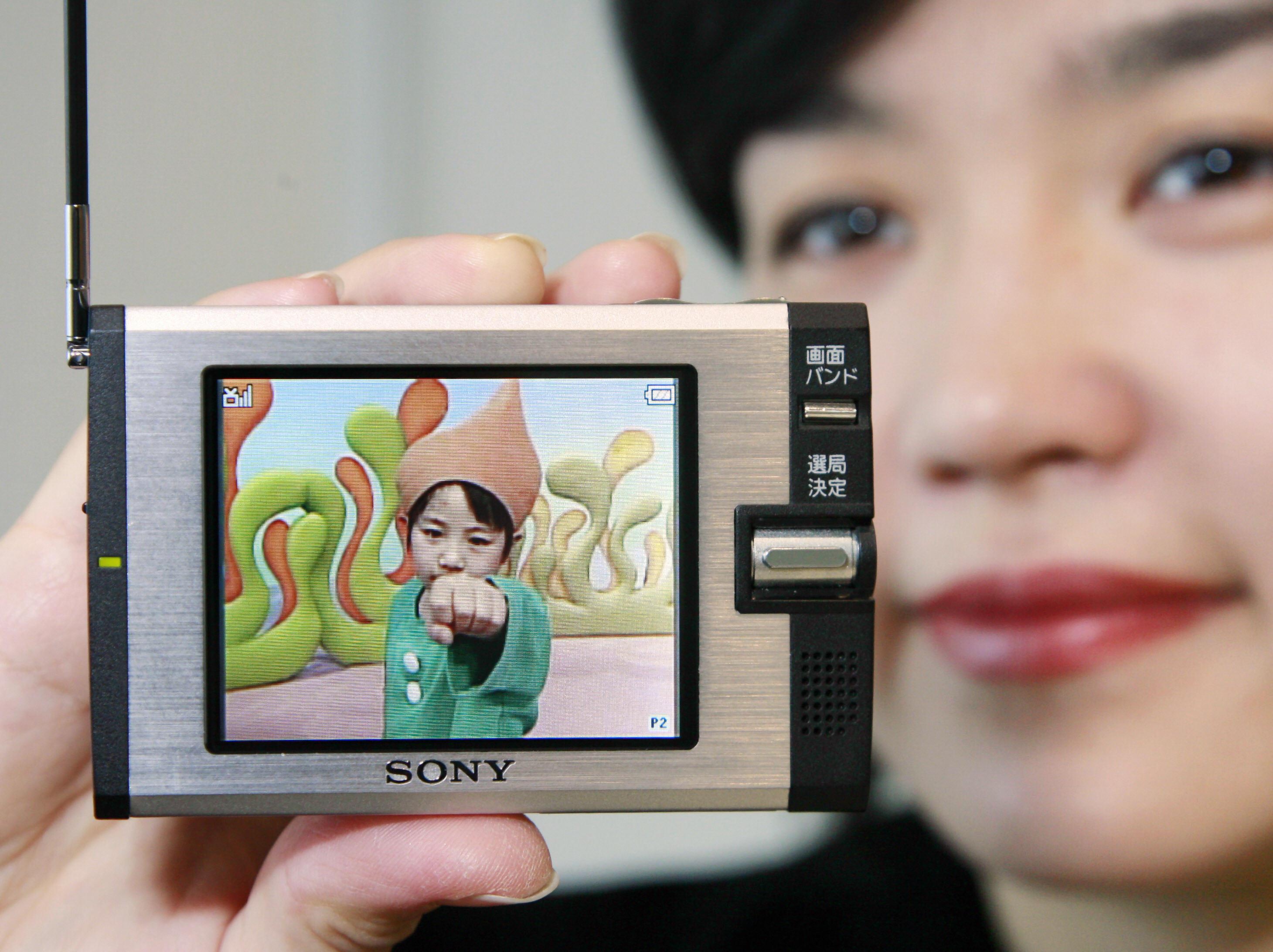 Sony Shows Off Mini Personal TV | POPSUGAR Tech