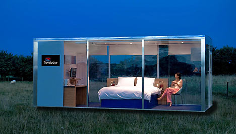 Travelpods by travelodge first mobile hotel room for Outdoor pod room