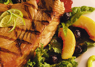 Sunday BBQ: Grilled Tuna with Mixed Greens and Fruit