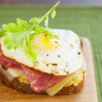 Fast & Easy Dinner: Greens, Eggs, & Ham Sandwich