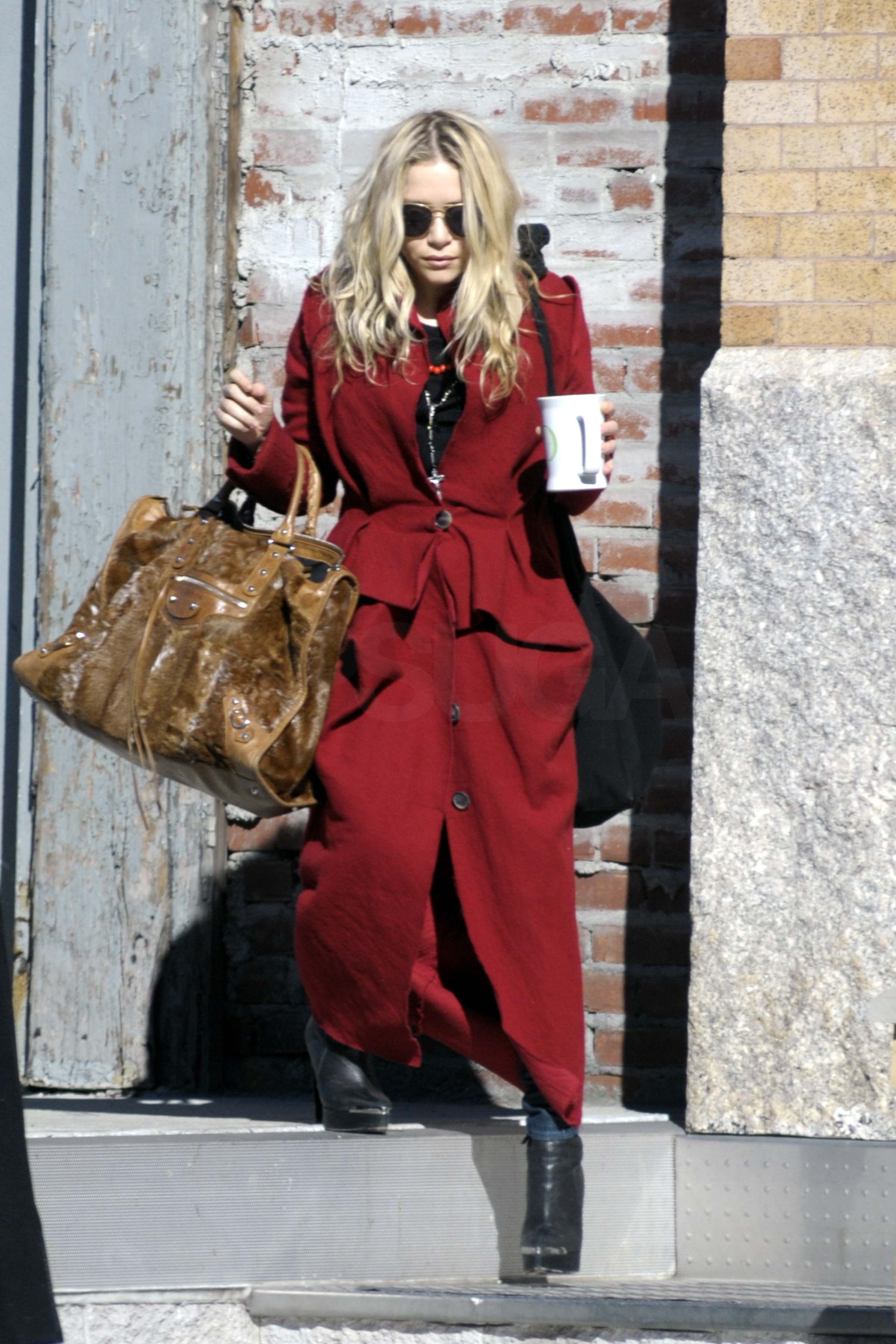 Photos of Mary-Kate and Ashley Olsen Leaving Mary-Kate's
