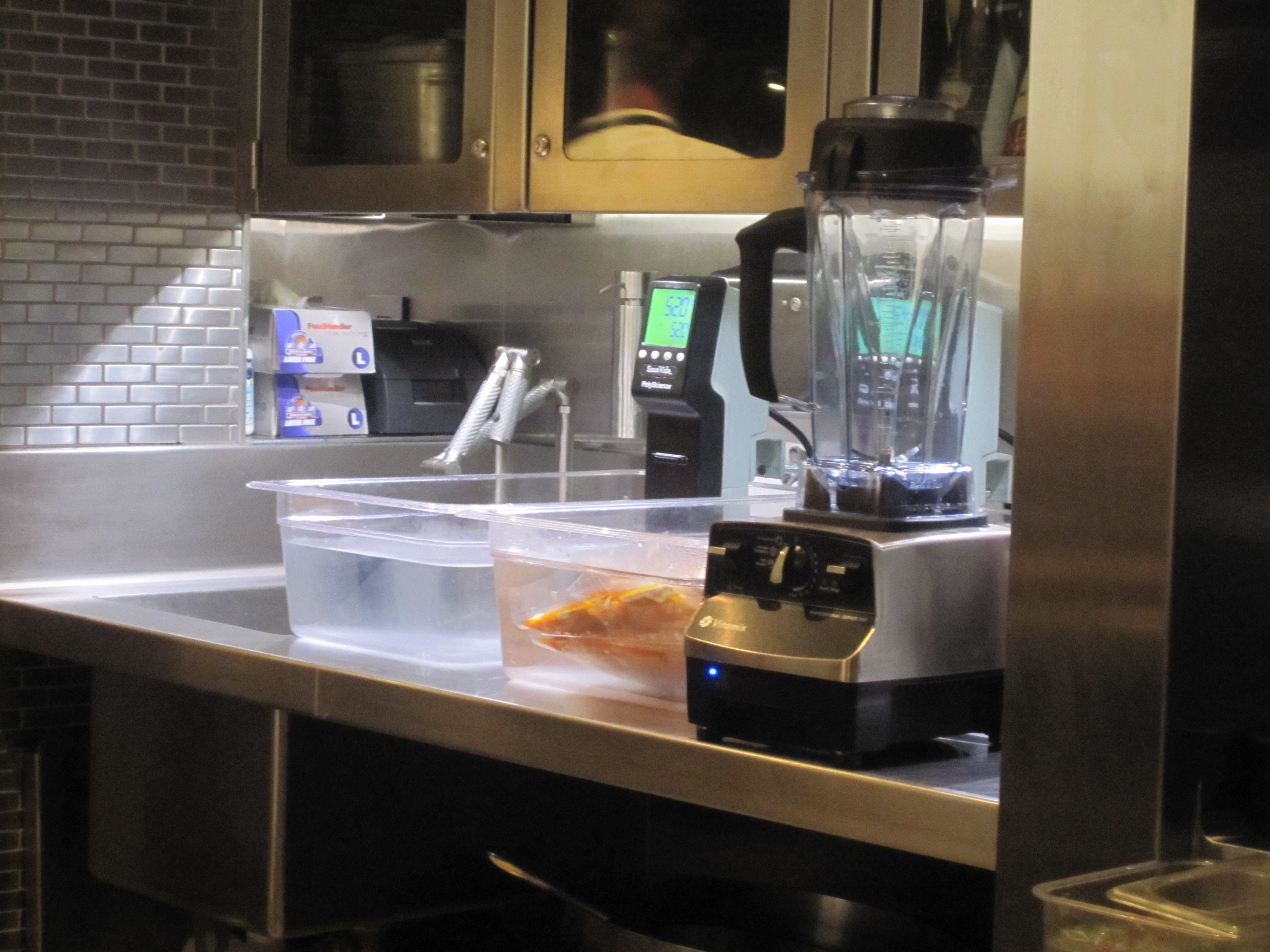 The sous vide machine cooks vacuum-packed ingredients in water set at a certain constant temperature.
