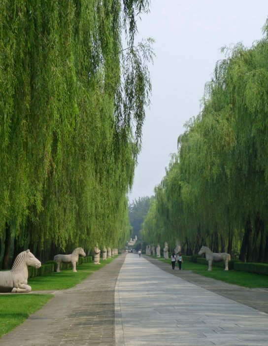 Sacred way and stone stone statues