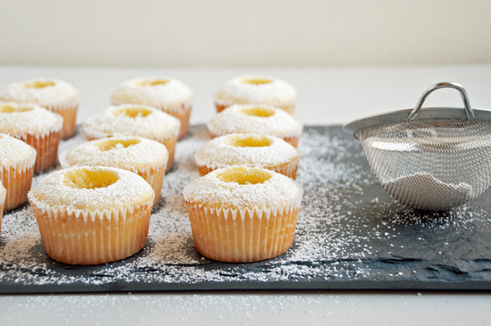 Cupcakes-with-Powdered-Sugar