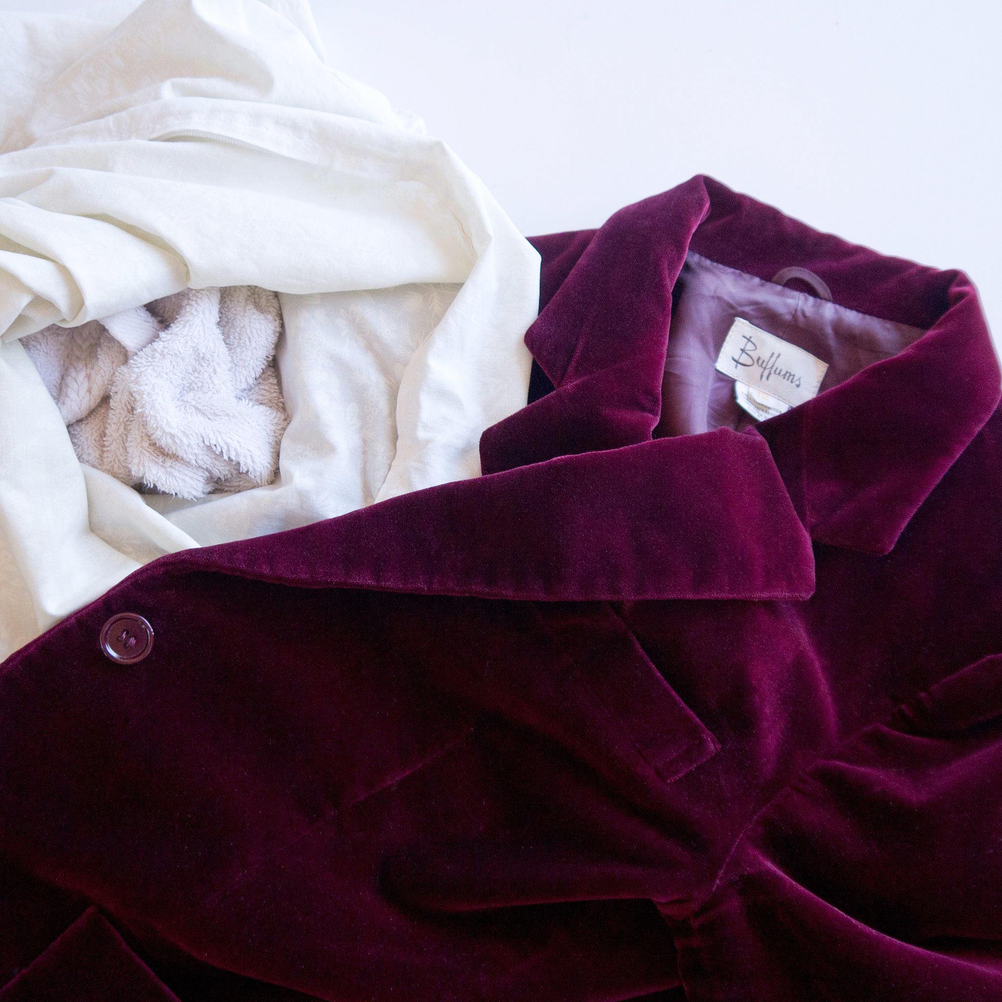 f4e3ac8fc92bae94 1230706.xxxlarge 2x - How to Save On Dry Cleaning in Singapore