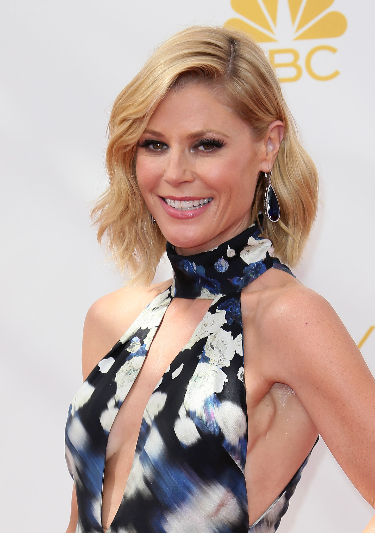 Julie Bowen in Jacob & Co. Jewelry | This Is What $6 Million of Emmys Jewelry Looks Like ...