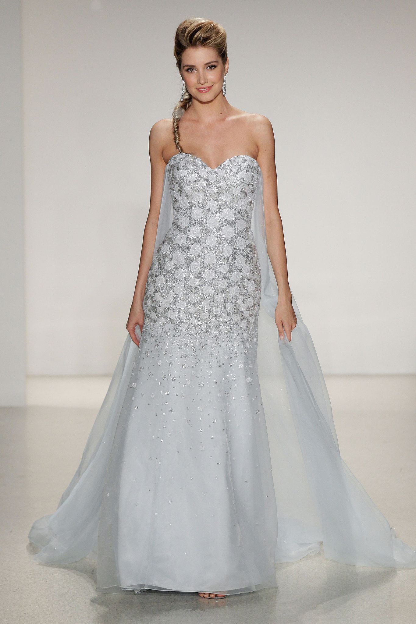The dress from frozen - It Was Only A Matter Of Time You Can Now See The Real Life Frozen Wedding Dress