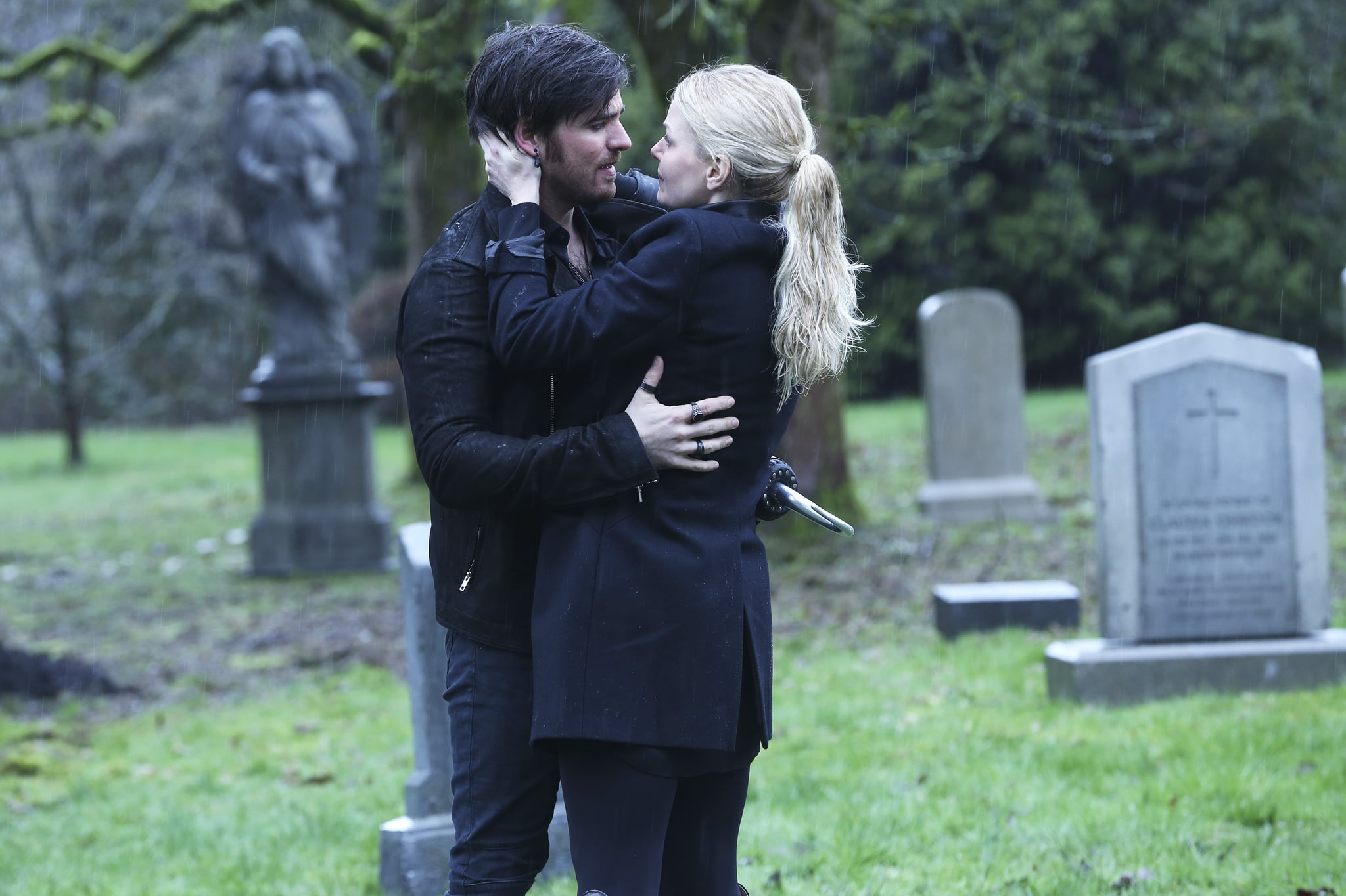 once upon a time 3x13 emma and hook Witch hunt is the thirteenth episode of season three of abc's once upon a time hook, and emma arrive on the scene 3x13 - witch hunt - sneak peek 1.