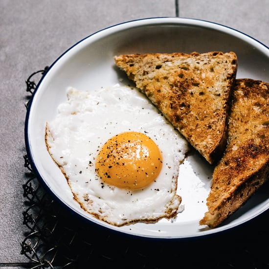 How Chefs Fry Eggs