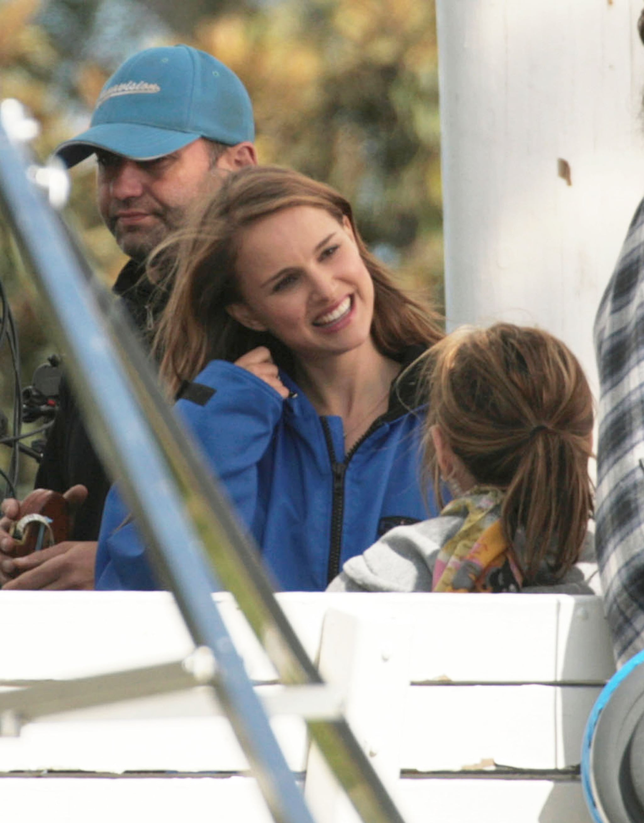 pictures of natalie portman and ashton kutcher kissing on