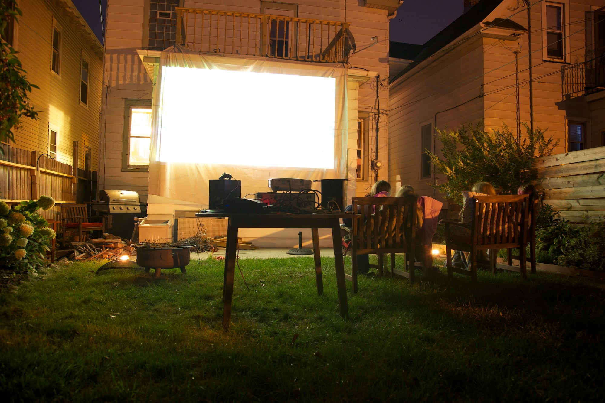 & How to Project a Movie Outside | POPSUGAR Tech azcodes.com