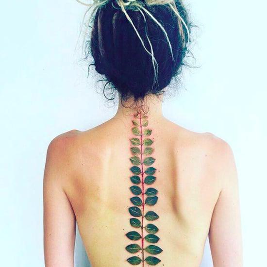 Exotische Blumen als Tattoo