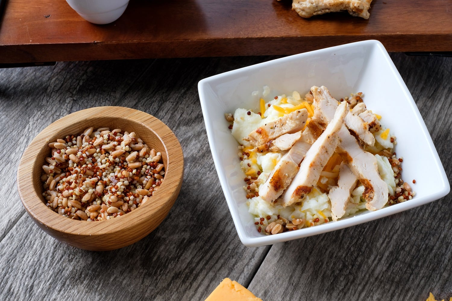 Kale and Grain Bowl? Egg Whites? Chick-fil-A Adds Some Unexpected Menu Items 9/01/168/29/16POPSUGARFitnessHealth NewsChick-fil-A's New Kale Grain BowlKale and Grain Bowl? Egg Whites? Chick-fil-A Adds Some Unexpected Menu Items August 29, 2016 by Kelsey Garcia407 Shares Though Chick-fil-A is known for its fried chicken sandwich, it seems like the fast-food chain is trying to contrast its indulgent menu mainstays with some unexpected additions. Earlier this year, Chick-fil-A replaced its coleslaw with a kale salad, and now, the chain is introducing three more light options: the Hash Brown Scramble, the Egg White Grill Bowl, and the Harvest Kale and Grain Bowl.Perhaps the most unexpected is the Harvest Kale and Grain Bowl — a protein-packed bowl with red quinoa, white quinoa, farro, butternut squash, diced apples, and chopped kale. The bowl is finished off with goat cheese, feta cheese, dried cherries, and roasted nuts. It actually sounds like something we would whip up at home! With the addition of chicken, t - 웹
