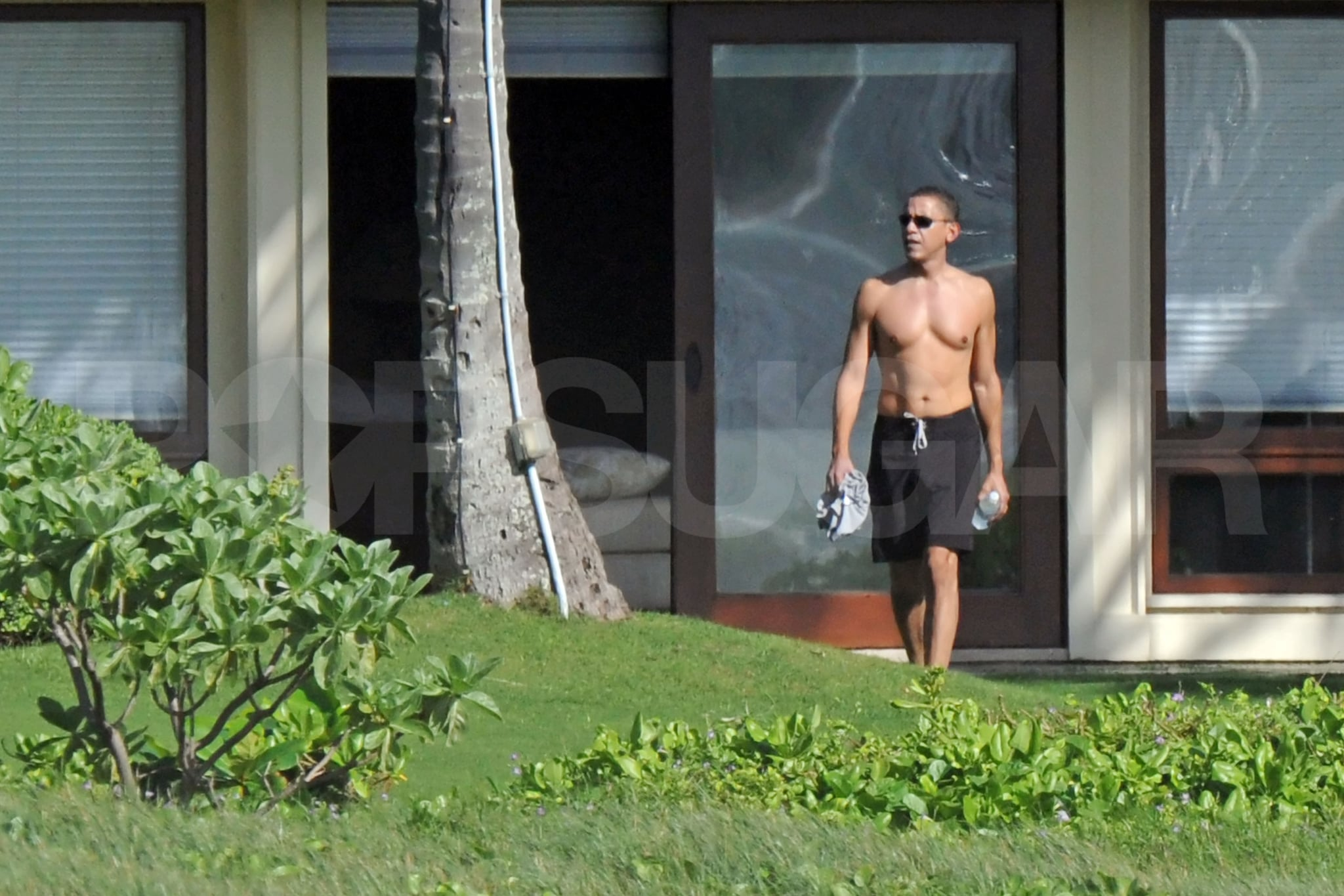 Photos Of Obama Shirtless In Hawaii Obamas On Vacation In
